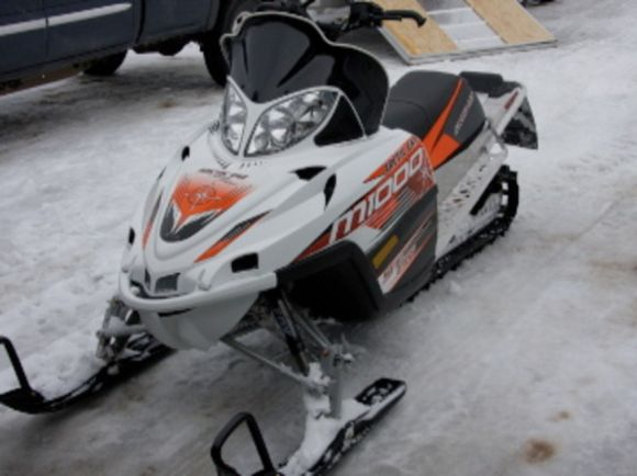 snowmobile reviews videos pictures and snowmobile autos weblog. Black Bedroom Furniture Sets. Home Design Ideas